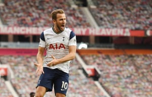 Harry Kane celebrates scoring Tottenham's third goal