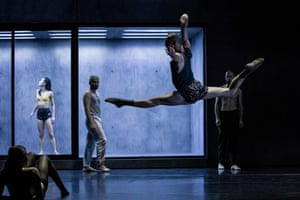 An image from Ocho by Sydney Dance Company, as part of their 2017 double bill production, Orb.