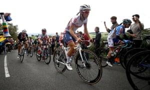 Lizzie Deignan climbs Norwood Edge.