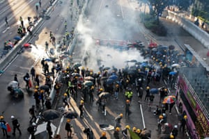 Demonstrators disperse after teargas is fired by police in Hardcourt Road, Admiralty