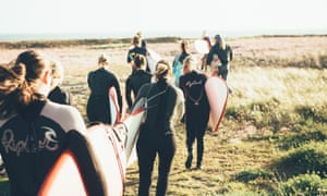 surfers heading to the beach at Drift Retreat