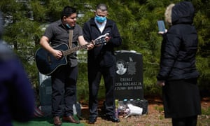 A family holds a burial with social distancing guidelines in Massachusetts, Boston, U.S.A. Mandatory Credit: Photo by Allison Dinner/ZUMA Wire/REX/Shutterstock (10641579w)