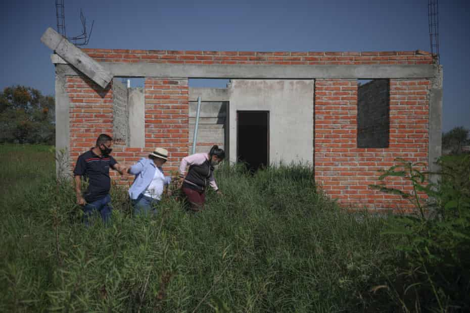 Guadalupe Ayala, local human rights activist Guadalupe Aguilar and a bodyguard during the search of a clandestine cemetery.