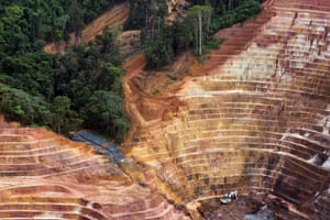 A strip mine for iron and gold 20 miles southeast of Parque Nacional Motanhas do Tumucumaque
