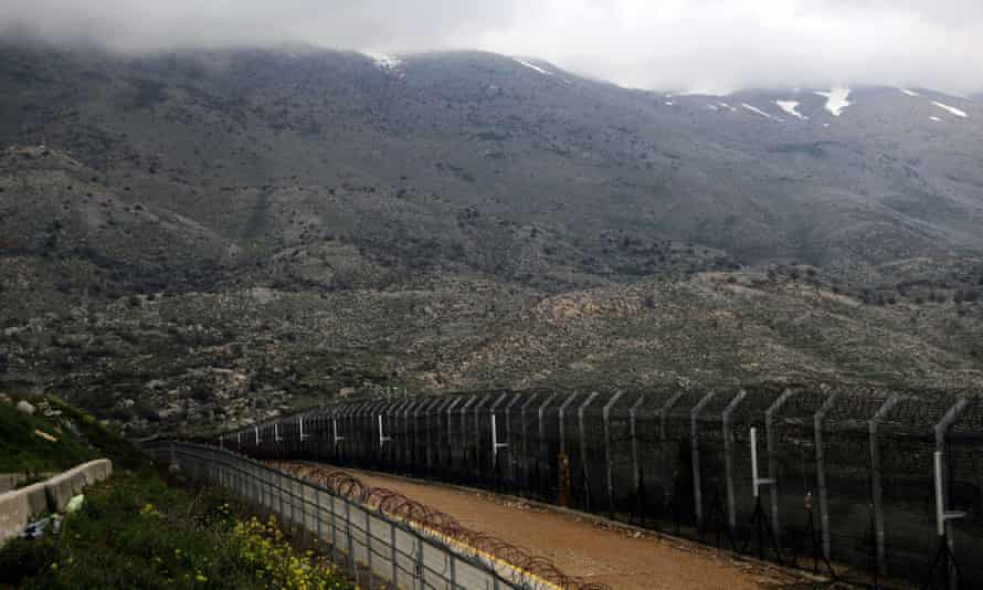 the fence line separating israel and syria in the golan heights