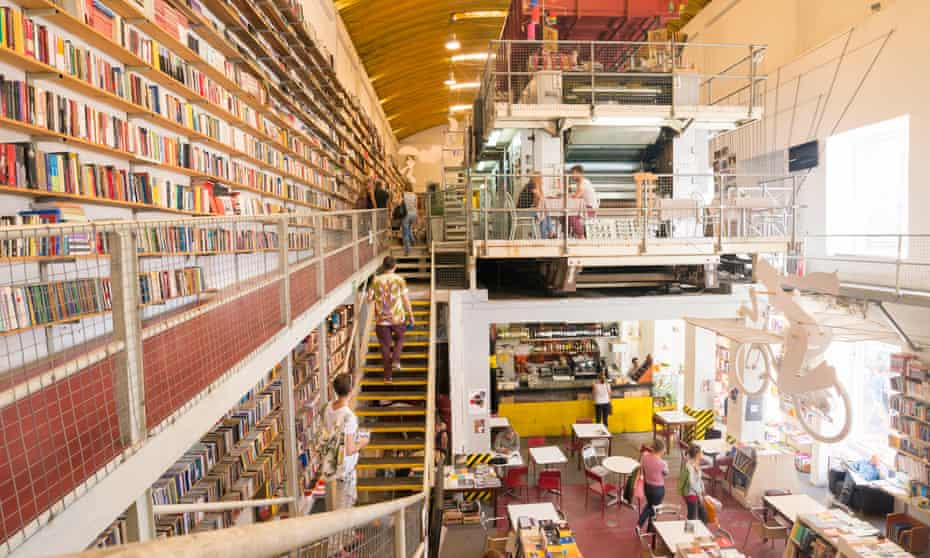 A former printing space gave life to a bookstore in the lx factory