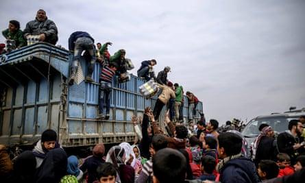 Turkish aid organisation distributes humanitarian aid on the Turkish-Syrian border