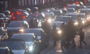 Air pollution and traffic in Knightsbridge, London, one of the worst areas in London for air pollution