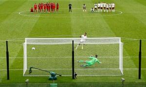Arsenal's Pierre-Emerick Aubameyang scores his side's winning penalty.
