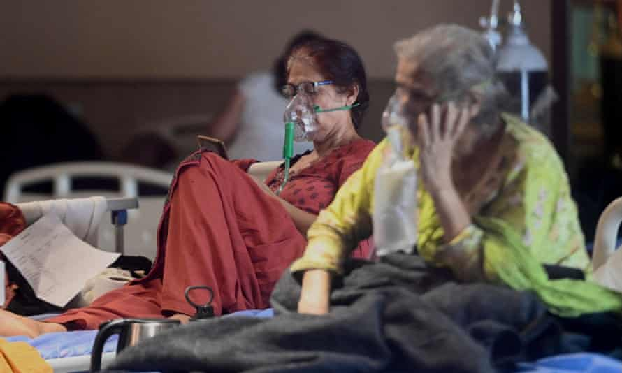 Patients breathe with oxygen masks