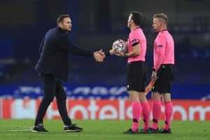 Chelsea's head coach Frank Lampard (L) thanks the officials after the final whistle.