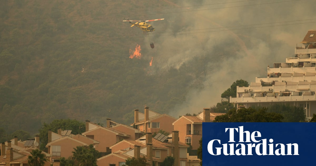 Wildfire in south of Spain forces thousands to flee their homes – video