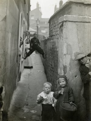 Children on a street in Bow in 1914