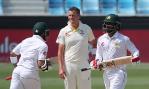 Australia's Peter Siddle watches as Pakistan stack up the runs