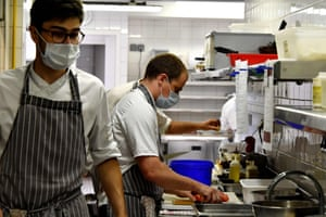A cook prepare meals in the kitchen of a restaurant in Arcachon