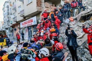 Elâzığ, Turkey Rescue workers evacuate an injured woman from the rubble of a building. A powerful 6.8 magnitude earthquake in eastern Turkey is thought to have claimed at least 38 lives and left more than 1,600 injured