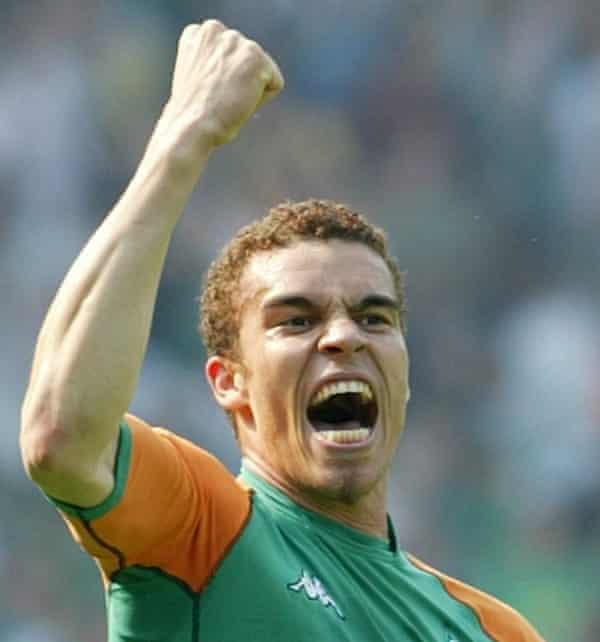 Valérien Ismaël celebrates after scoring for Werder Bremen in 2004 en route to winning the Bundesliga title.