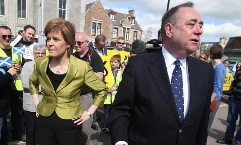 Nicola Sturgeon and Alex Salmond campaign together in 2015, in Inverurie, Aberdeenshire.