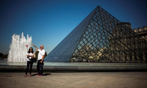 Does this look like a 'post-apocalyptic hellhole'? … the Louvre Pyramid in all its glory.