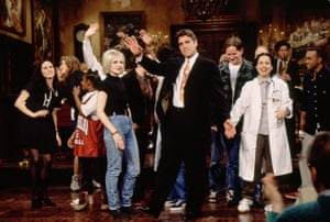 O'Riordan takes part in an episode of Saturday Night Live hosted by George Clooney, 1995 s)