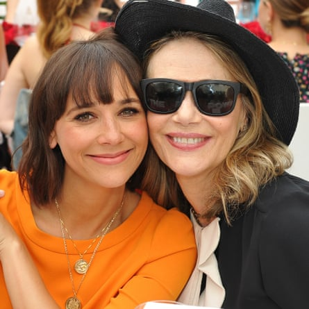 Jones with her mother, Peggy Lipton, 2016.