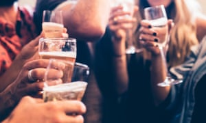 Researchers at the University of Glasgow and Glasgow Caledonian University examined how the media report women's and men's drinking habits.