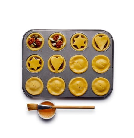 Felicity Cloake mince pies 6 Fill, pop on the lid, or improvise festively.