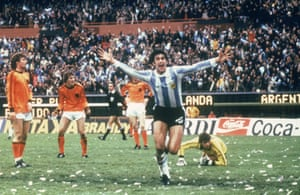 Mario Kempes celebrates after scoring in the final at the Estadio Monumental.