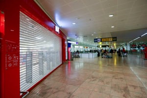 A closed shop in the departure hall at Brussels airport