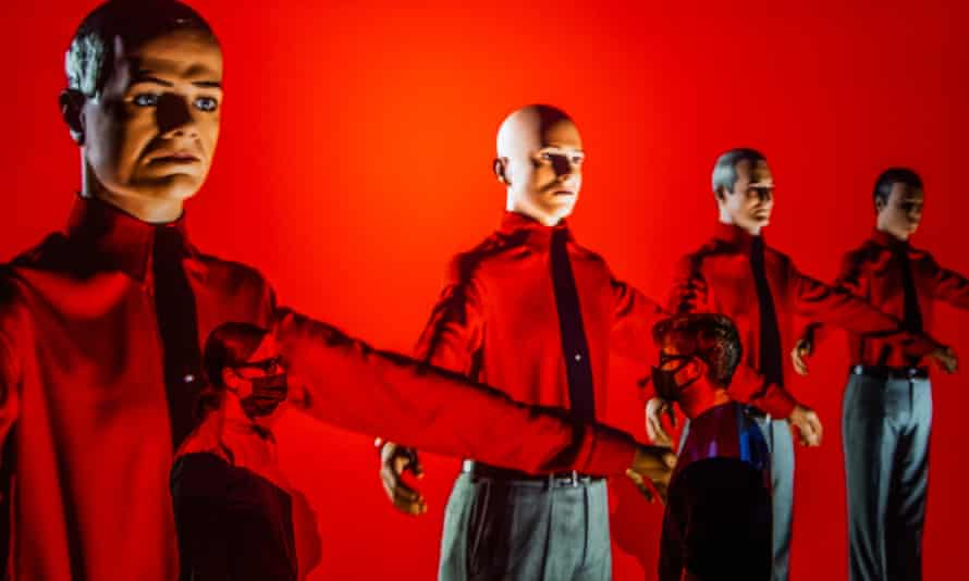 Electronic music pioneers Kraftwerk are celebrated in a 3D video of their 2017 tour.