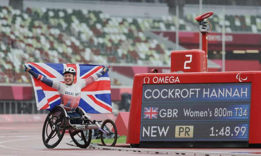Hannah Cockroft with her gammy hand and Paralympic record.