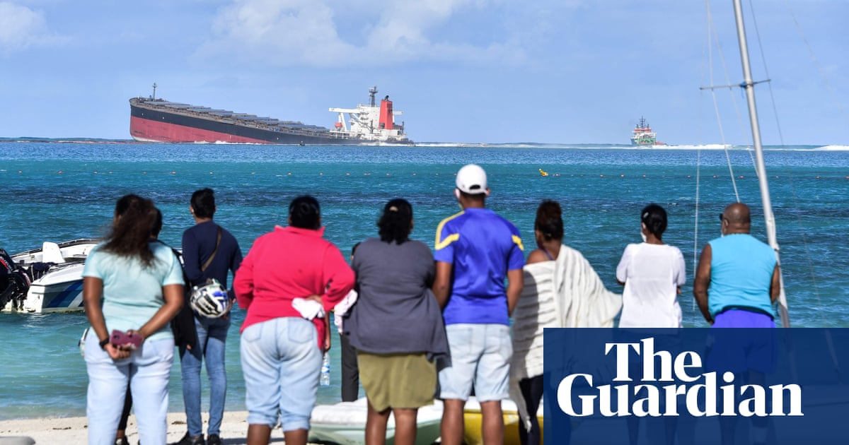 Mauritius facing environmental crisis as shipwreck leaks oil - the guardian