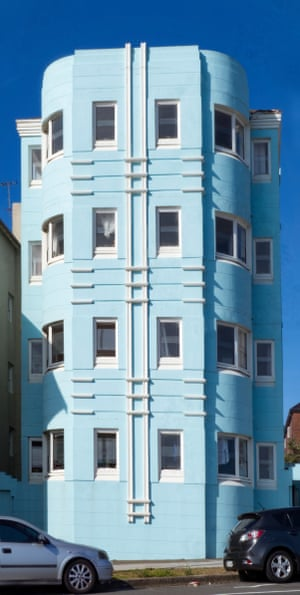 La Pacifique After the first world war there was a boom of hotels, guest houses and flats built along Campbell Parade facing Bondi Beach. La Pacifique is an example of apartment blocks in the Miami South Beach style with curves and rendered surfaces painted with bright pastel colours. These buildings are generally only three or four storeys and without lifts. In 1921 there were 647 flats in Bondi but by 1933 the number had ballooned to 4,380 with 26% of the apartments owned and 74% rented.