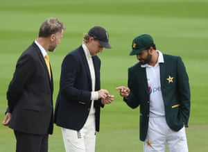 Root wins the toss and England will bat first.