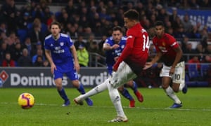 Jesse Lingard slots home from the penalty spot for Manchester United's fourth goal.