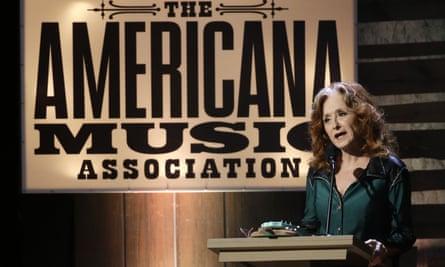 Bonnie Raitt presents an award at the show in Nashville.