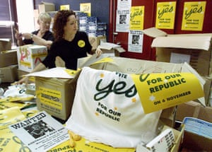 Members of the Australian Republican Movement pack campaign posters and shirts before the failed referendum in 1999
