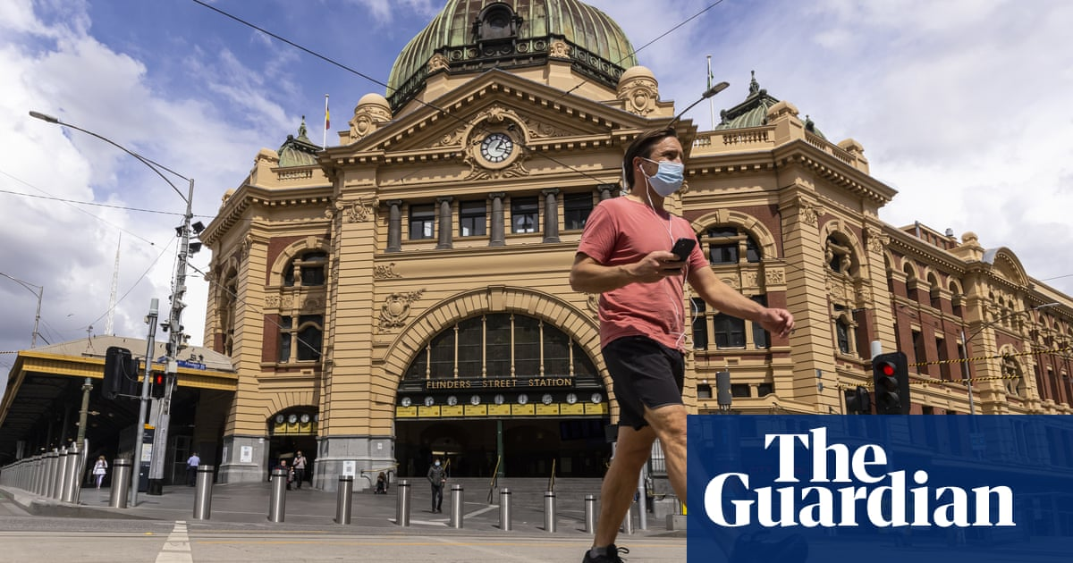 Victorian government used 'low grade' mask study to justify mandate, experts say
