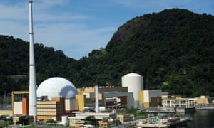 Police in Brazil have exchanged gunfire with gang members as they escorted trucks carrying uranium to the Angra nuclear plant