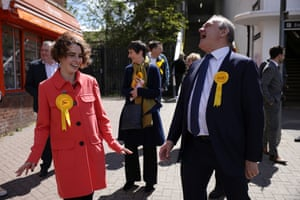 Surbiton, UK. Luisa Porritt, the Liberal Democrat London mayoral candidate, has a laugh with party leader Ed Davey while out on the campaign trail