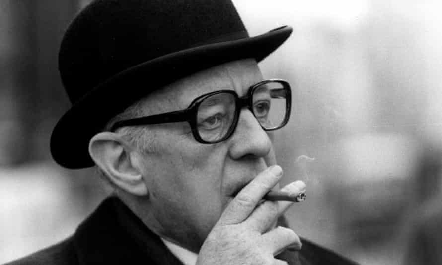 Alec Guinness as George Smiley in Smiley's People, 1982.