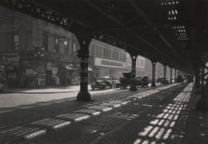 Under the 3rd Avenue EL, New York, 1946