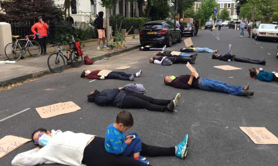Protests in Dominic Cummings' street.
