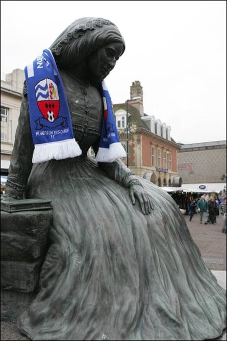 statue George Eliot Nuneaton match day