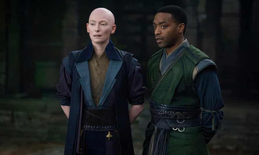Tilda Swinton and Chiwetel Ejiofor in Doctor Strange.