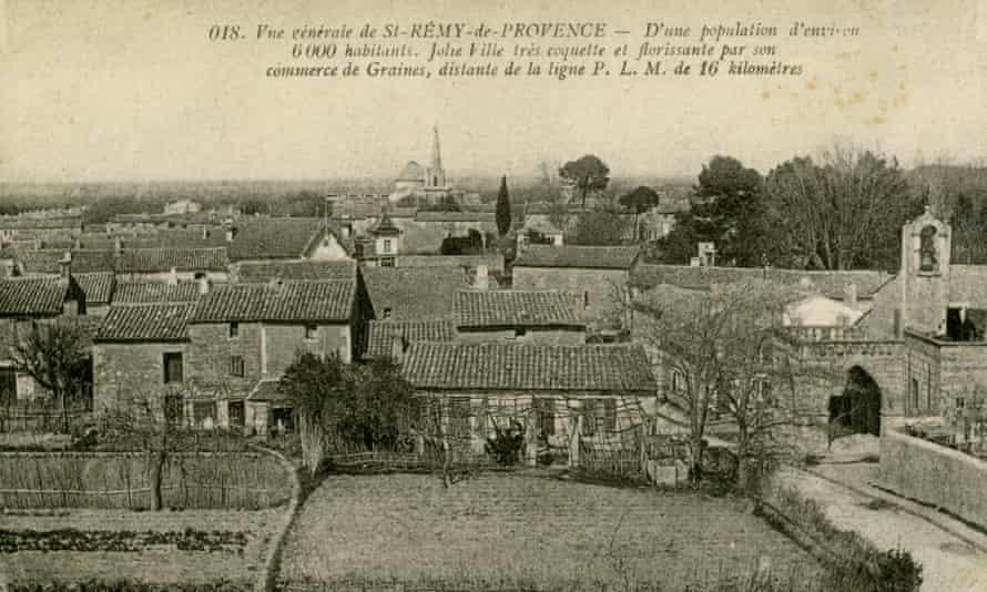 A postcard showing the town of Saint-Rémy-de-Provence