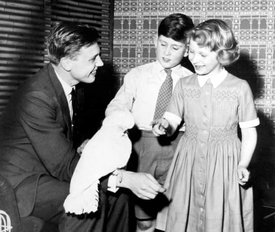 Attenborough introducing Prince Charles and Princess Anne to his cockatoo, Cocky, in 1958.
