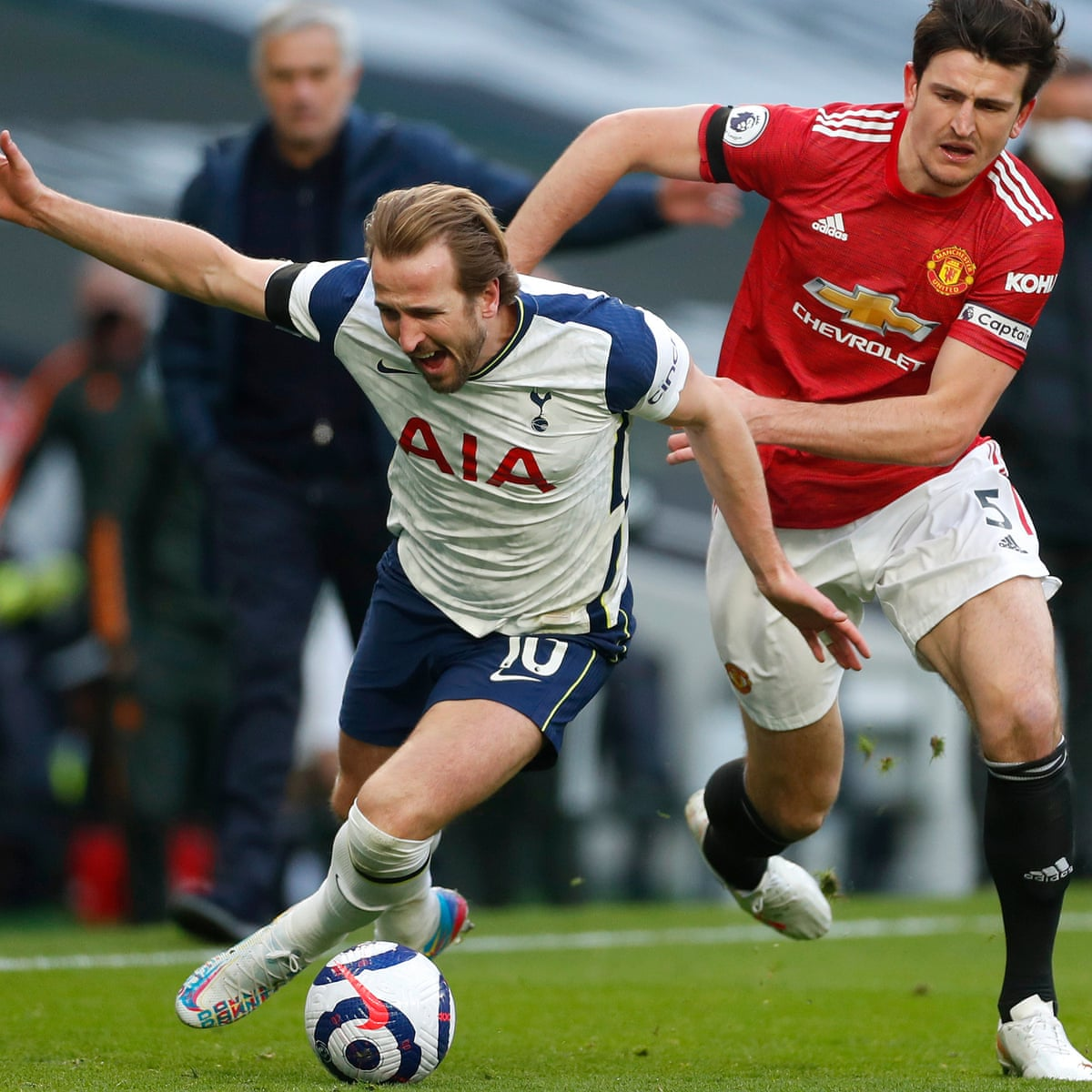 Manchester United Must Stop Harry Kane Joining Their City Rivals Manchester United The Guardian