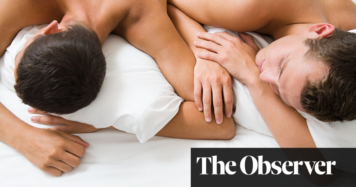 We are not gay, but we secretly kiss and sleep in the same bed | Dear Mariella