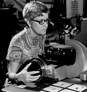 Vera Rubin uses a measuring engine in the 1970s
